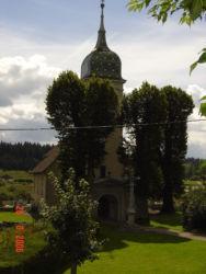 Eglise Malpas  avec tilleuls